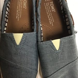 Toms leather size 3.5 youth